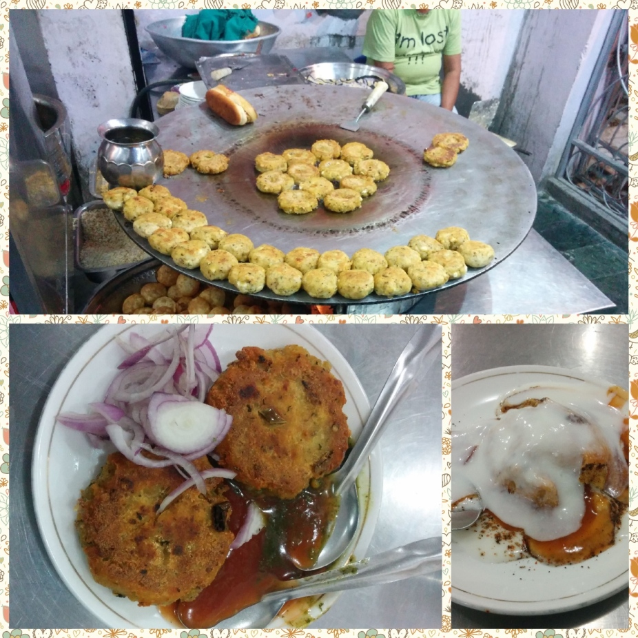 Aloo tikkis, bun tikkis and Dahi Bhallas are popular chaats in the North of India