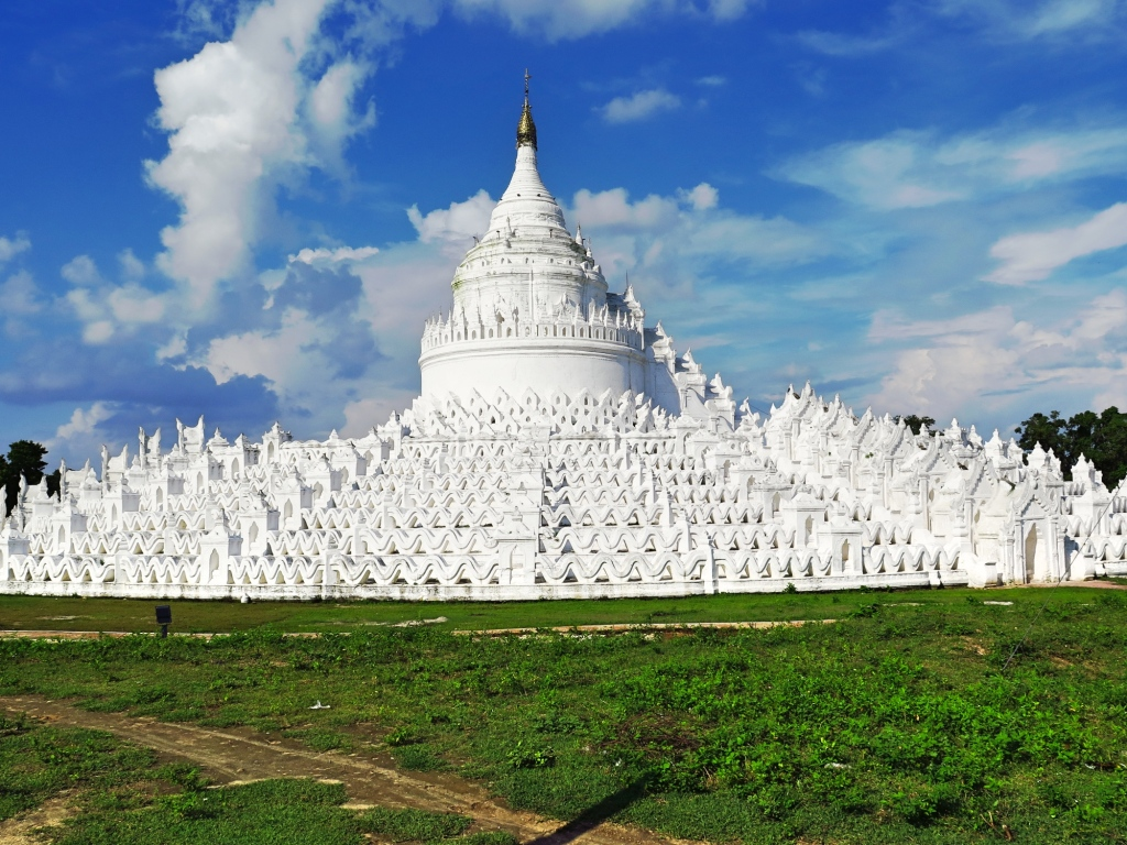The first sight of the Hsinbumye is absolutely spectacular. By the time one reaches Hsinbumye you are already expecting another gold peaked Pagoda; A spotless white Pagoda is an absolute delight. The story behind the Pagoda is heart wrenching.