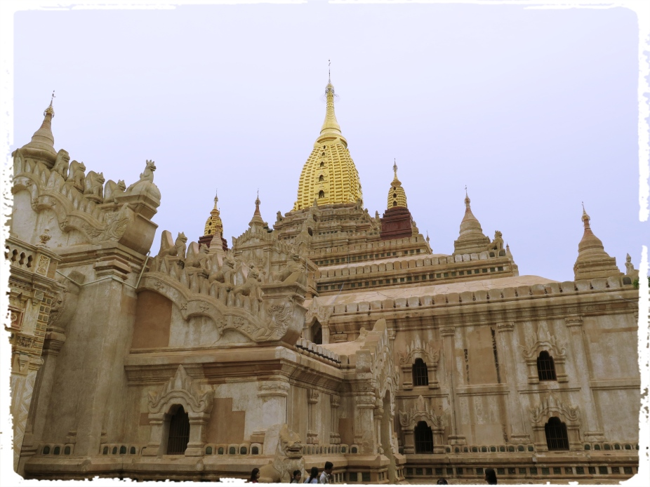 A strong influence of Indian Architecture from many temples of Bengal and Orissa is very clear.The Ananda Phaya Temple - Bagan. A strong influence of Indian Architecture from many temples of Bengal and Orissa is very clear.