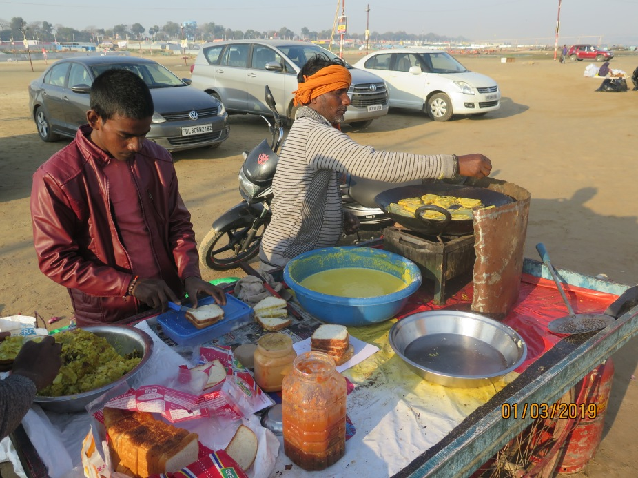 A Bread pakoda vendor