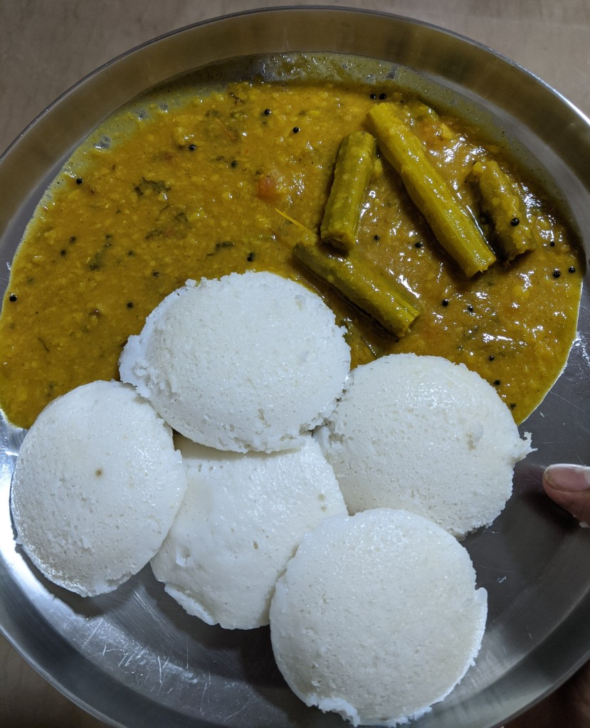 Idlies with drumstick sambhar. Sesame oil / nallennai was missing due to product quality issues